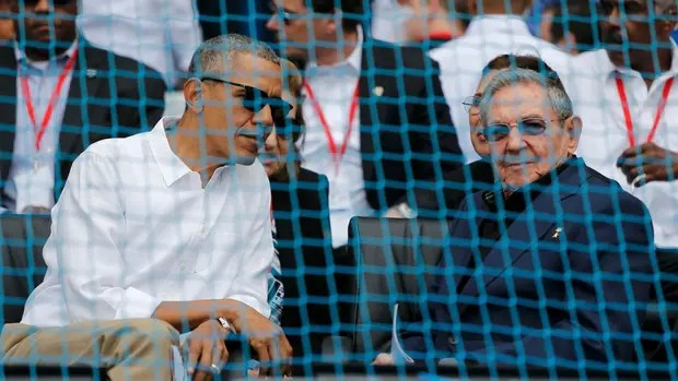 Obama y Castro, en el estadio de béisbol