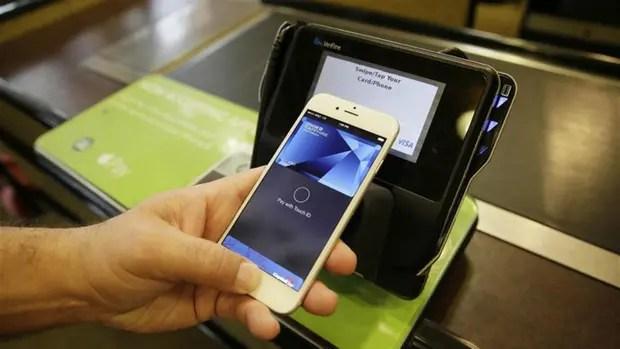 A partir de diciembre se podría pagar con tarjetas de crédito a través del celular