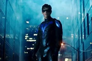 Brenton Thwaites como Nightwing, nueva identidad superheroica del primer Robin.