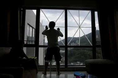 El señor Chen vive en un piso 19 en Shenzhen, China, y se preparó para los vientos y lluvias de Mangkhut