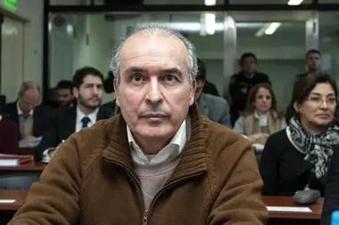 José López sigue detenido en una