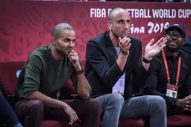 Ginóbili y Parker, espectadores de Argentina-Francia durante el Mundial de China