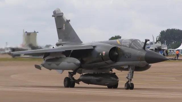 Argentina está negociando con Francia la compra de 12 aviones Mirage F1, algunos Mirage 2000 y motores para poder utilizar la veintena de Pucarás que están actualmente inmovilizados