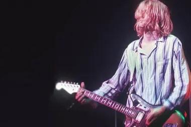 Kurt y su guitarra, completamente inseparables