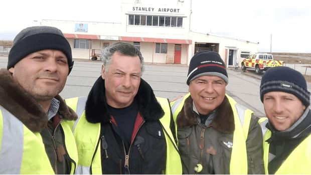 Los pilotos civiles Raúl Gallo, de 62 años; Ignacio Colado, de 37; Maximiliano Actis Caporalle, de 44 y Pablo Henríquez, de 60 el dueño del avión Bechcraft 55