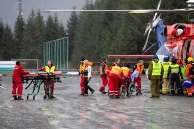 Los rescatistas continuaban con las tareas de evacuación de las más de 1300 personas a bordo del barco