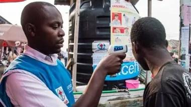 La tasa de mortalidad del ébola es muchísimo más alta que la del coronavirus. En la foto, las precauciones tomadas en la República del Congo para evitar su contagio