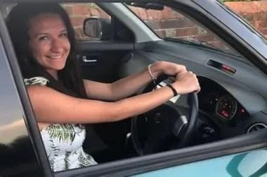 La joven tuvo que volver a aprender a conducir