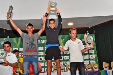 """El podio de los ganadores de la general: Julián Molina, Miguel """"Mito"""" Guerra y el riocuartense Brian Burgos"""