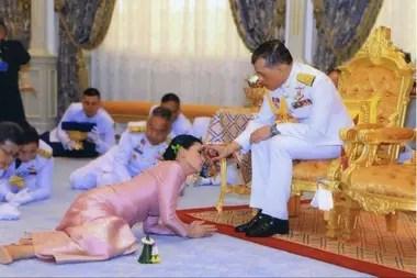 El Rey de Tailandia fue noticia en los últimos tiempos por su excéntrica manera de atravesar el período de aislamiento, lejos de su país y en un hotel de lujo rodeado de 20 concubinas