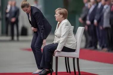 Ayer, el cuerpo de Merkel tembló visiblemente durante un acto