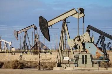 ´La caída de los precios del crudo y la pésima gestión de Pdvsa complican al gobierno chavista