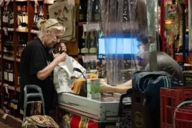 En Argentina hay vacantes en supermercados para repositores, cajeros y trabajadores de depósitos (bodegas de almacenaje)