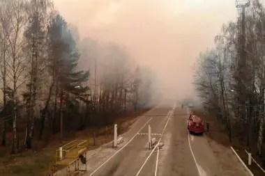 Alarma radioactiva en Ucrania: bomberos luchan contra varios incendios en Chernobyl