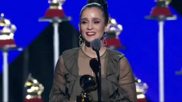 Julieta Venegas, feliz con su Grammy