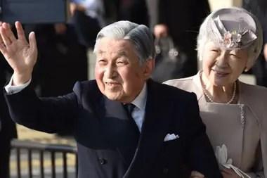 Akihito deja el cargo este martes