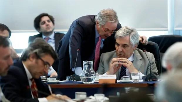 Los diputados Felipe Solá y Gilberto Alegre, en la discusión por la ley de semillas