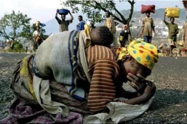 Muchas mujeres tuvieron que huir de Ruanda a causa del genocidio de 1994
