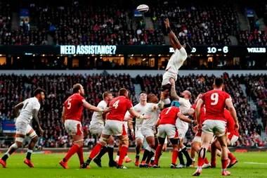Maro Itoje gana en lo alto de un line que Gales ni siquiera disputó