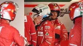 La decepción de Vettel, tras el abandono