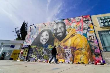 Varios murales de excelente calidad recuerden en Los Ángeles a Gianna y Kobe Bryant, una ciudad a la que el ex números 8 y 24 ayudó a mantener en el candelero con sus actuaciones deportivas.