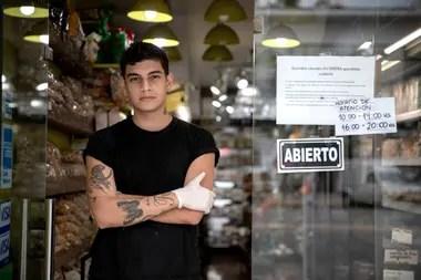 Marcos Cabrera del la dietetica Zentra, que vio paralizada su actividad