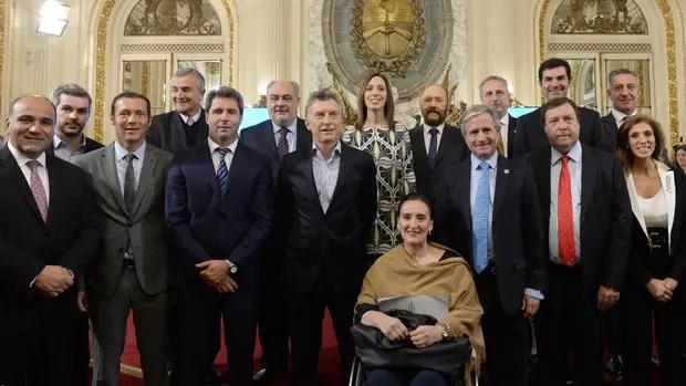 Sólo la mitad de los gobernadores acudió ayer a la Casa Rosada para firmar, junto a Macri, el plan federal para la modernización del Estado