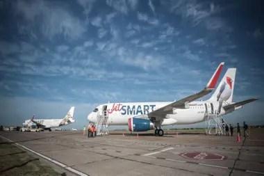 Los trabajadores de Flybondi y JetSmart luego agradecen a los ministros que