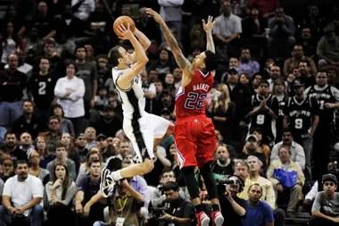 2012, Manu vuela ante la marca de Matt Barnes de Los Angeles Clippers