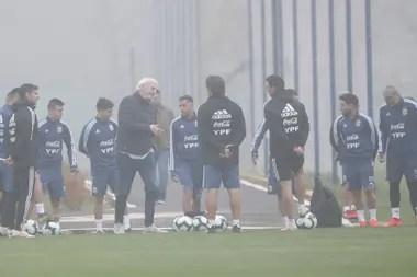 El director de selecciones nacionales no tenía contacto público con medios argentinos desde antes de la disputa de la Copa América Brasil 2019.