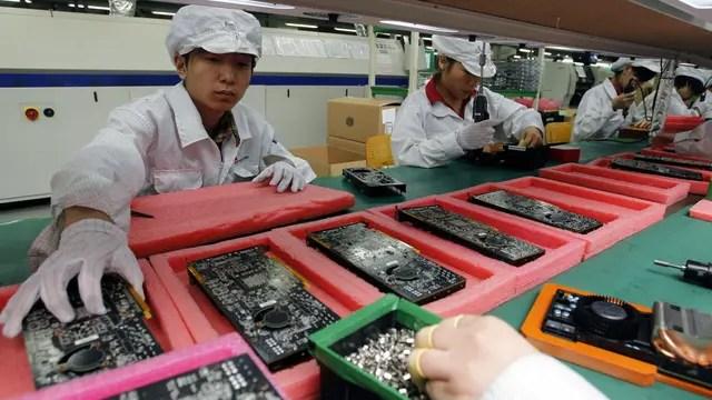Una línea de ensamblado de la compañía taiwanesa Foxconn, que tiene más de un millón de empleados