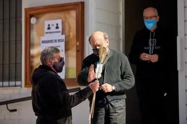 El cura Juan Manuel Arana decidió recibir a los fieles y dispuso la realización de cuatro misas, además de la posibilidad de acercarse a la imagen del Santo, bajo los protocolos sanitarios.