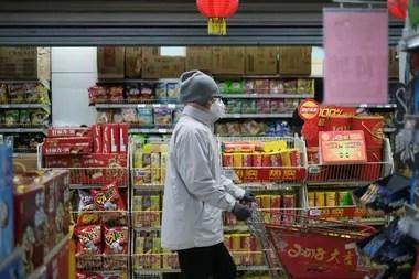 Según las cifras oficiales son ya casi dos mil los enfermos en el país asiático