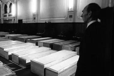 Llevaron a las víctimas a unos mortuorios improvisados que se instalaron en el ayuntamiento de Lockerbie