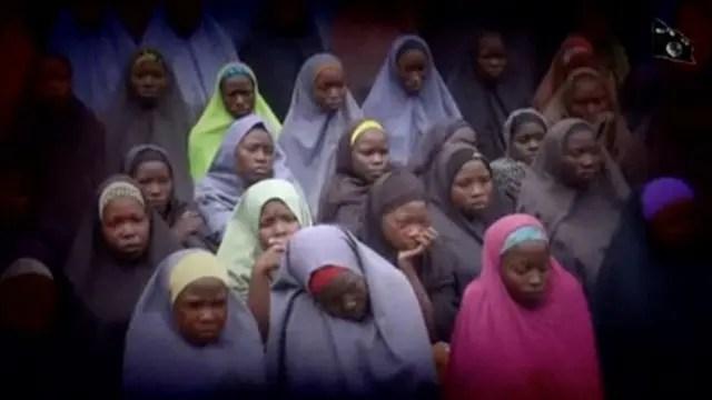 Boko Haram difunde un nuevo video para demostrar que las niñas secuestradas siguen vivas