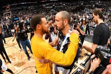 2017, Manu con Stephen Curry de Golden State Warriors