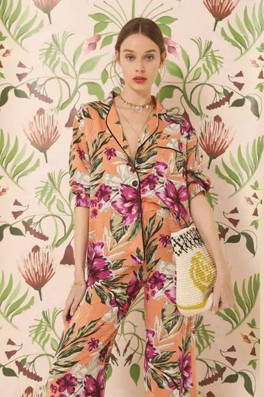 Pijama de Vero Alfie y papel diseñado por Enamoradas del Muro