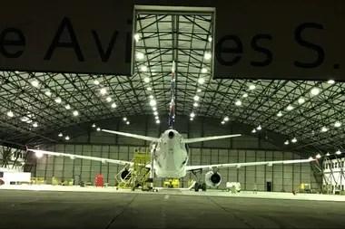 La Fábrica de Aviones certificó ante la Agencia Nacional de Aviación Civil de Brasil; puede brindar mantenimiento a 100 aeronaves que operan en el país