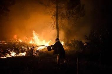 En fotos: más de mil bomberos luchan contra un incendio enorme en Portugal