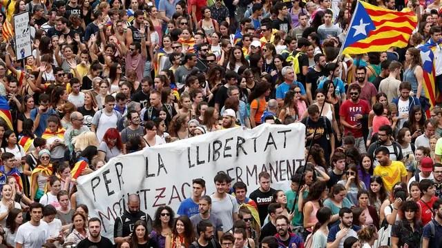 Piquetes, marchas y presión a la Policía en el inicio de la huelga general, días atrás, en Cataluña