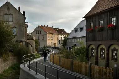 Ebersbach, en el este de Alemania, perdió siete de cada diez empleos y casi la mitad de su población después de la caída del Muro de Berlín