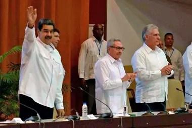 Nicolás Maduro junto a Raúl Castro en Cuba