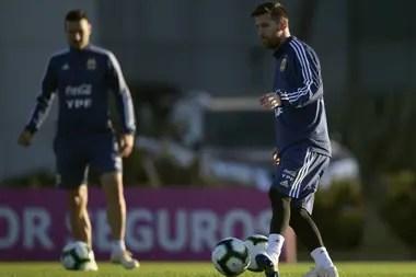 Con Messi: lo tuvo de compañero en el Mundial 2006 y ahora lo dirige