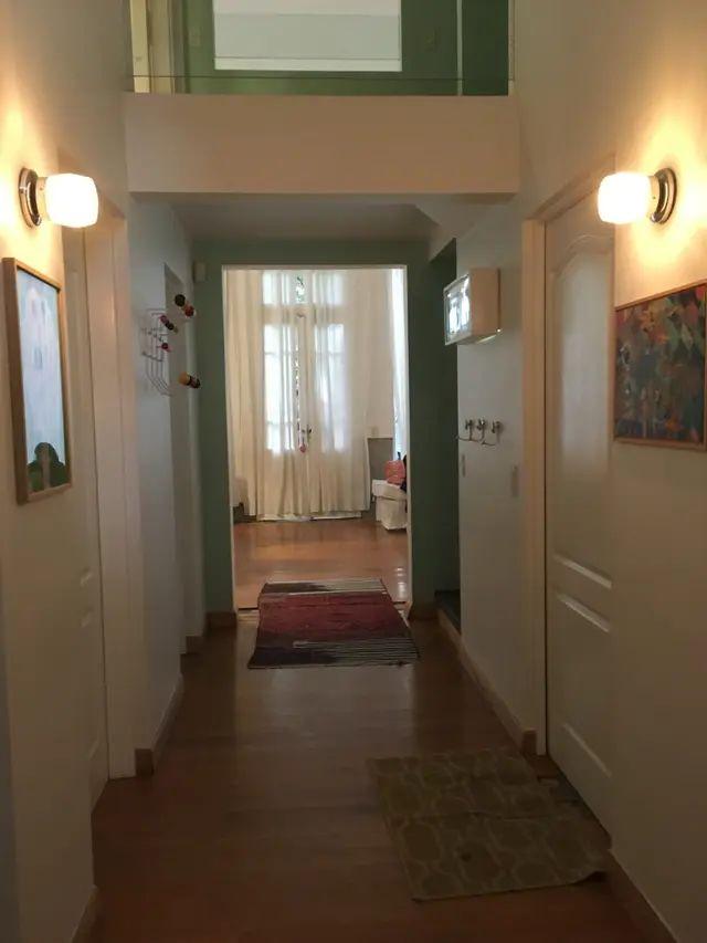 El pasillo de entrada a la casa donde se montó la experiencia
