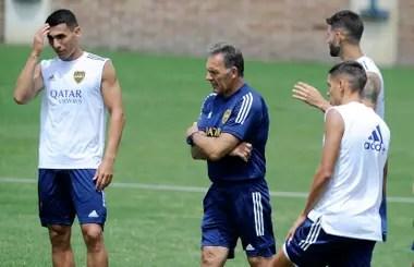 Miguel Ángel Russo, director técnico de Boca, en un entrenamiento; a partir de abril se sumarán más prendas con diseños renovados