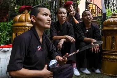 Parte del grupo de monjas budistas y luchadoras de kung-fu del Himalaya