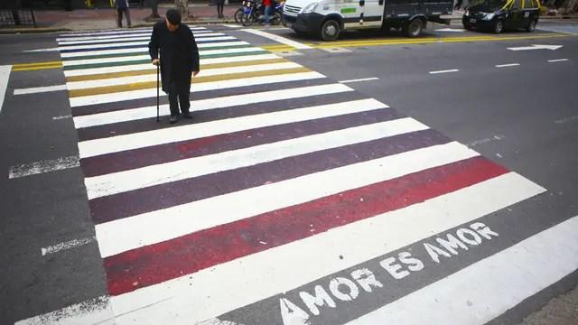 En Pueyrredón y Santa Fe la senda peatonal sumó nuevos colores