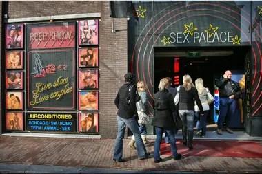 Un teatro peep-show durante la primera jornada de puertas abiertas en el distrito rojo de Amsterdam, en 2006