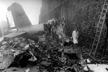 El avión que trasladaba al plantel de Torino en 1949, estrellado contra el campanario de la Basílica de Superga