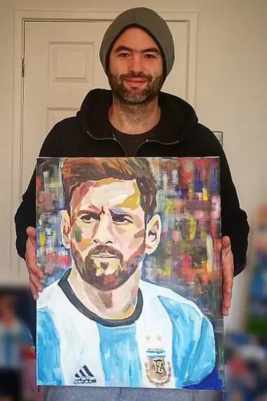 Lionel Messi también fue llevado al lienzo por el artista santafecino
